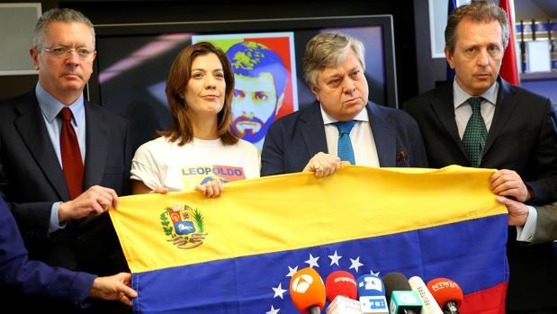 La familia de Leopoldo López pide a Cruz Roja que verifique el estado de salud del líder opositor