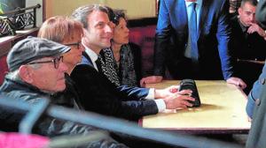 Emmanuel Macron pasó su última jornada de campaña entre la catedral de Nuestra Señora de Rodez