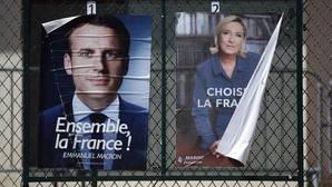 Carteles electorales de los dos candidatos a ocupar el Elíseo