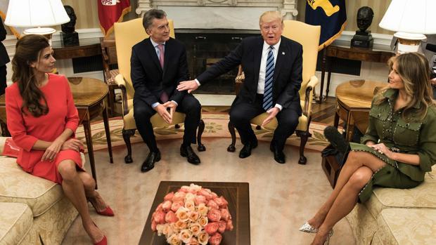 Trump y Macri, con sus esposas, durante la visita del presidente argentino a la Casa Blanca en marzo