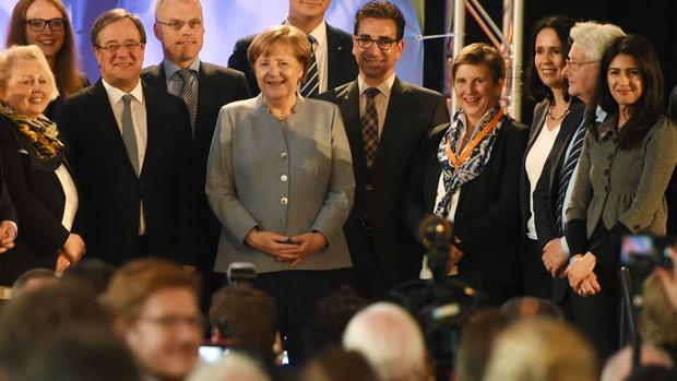 La canciller alemana, Angela Merkel, en el centro de la imagen