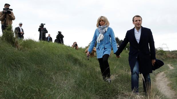 Macron junto a su mujer Brigitte en Le Touquet, Francia