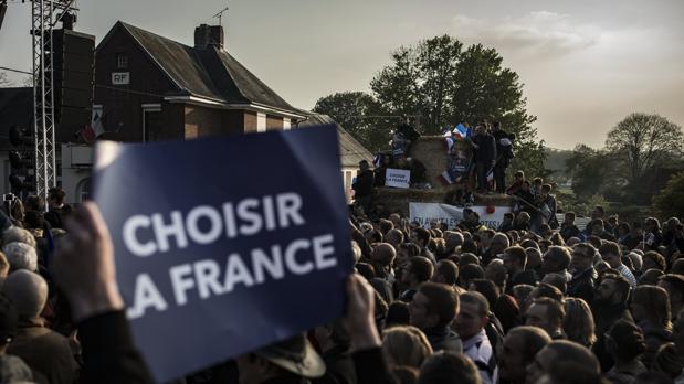 Asistentes al último acto de campaña de Marine Le Pen