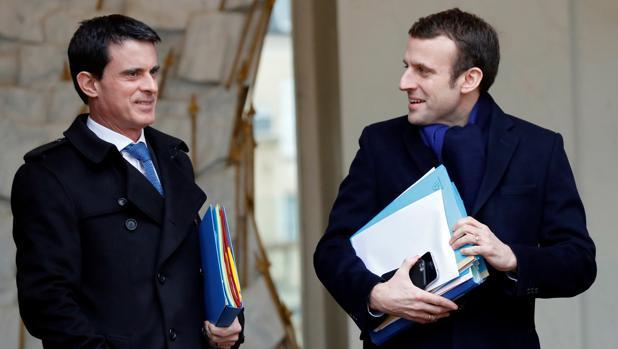 Manuel Valls, junto a Macron en marzo de 2016, cuando ambos formaban parte del gobierno de Hollande