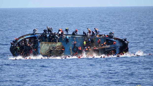 Naufragio capturado por las autoridades italianas