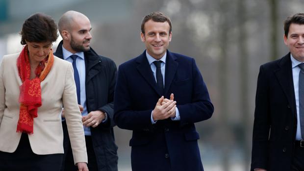 macron merkel kppD  620x349@abc - Macron mirará a Alemania como socio viable