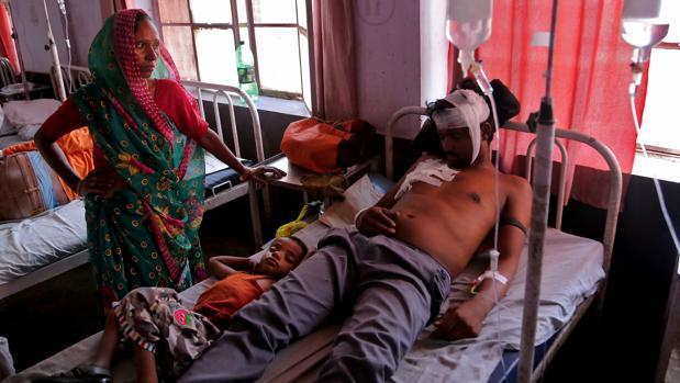 Al menos 24 personas mueren a derrumbarse un muro durante una boda en la India