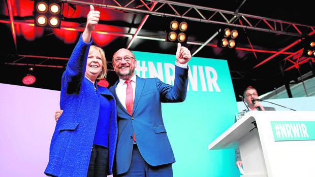 La candidata por Renania, Hannelore Kraft, con Schulz