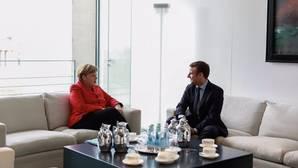 Merkel y Macron, en una reunión durante la campaña electoral de Francia