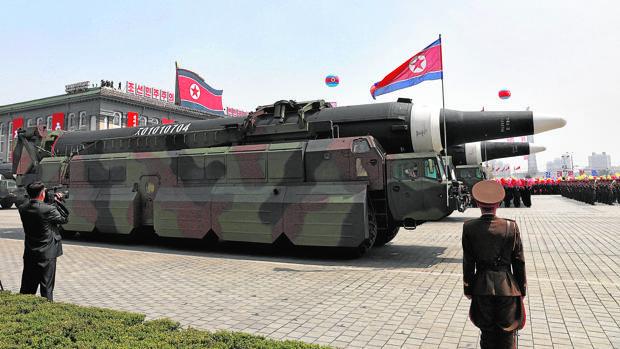 Corea del Norte asegura que su nuevo misil puede cargar una cabeza nuclear