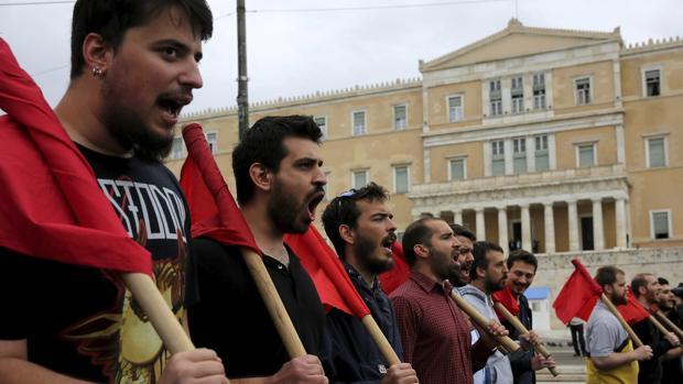 Tensión y violencia en Atenas durante la huelga general