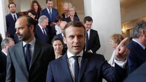 El presidente Macron y su Gabinete, integrado por varias familias políticas, este jueves en el Elíseo