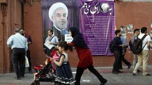 Un cartel electoral de Rohani en las calles de Teherán