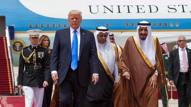 Trump llega a Arabia Saudí en busca una válvula de escape