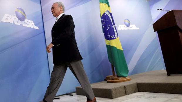 Temer pide la suspensión de la investigación contra él por corrupción y obstrucción