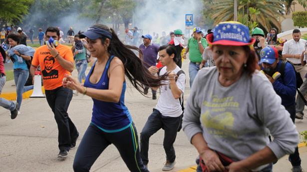 Manifestantes reprimidos por el Ejército en Maracaibo