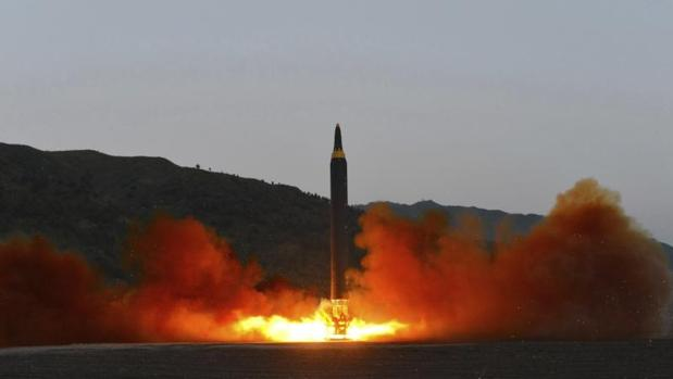 Internacional Fotografa De Fecha Desconocida Que Muestra El Lanzamiento Un Misil En Corea Del Norte