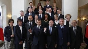 Emmanuel Macron, la pasada semana con los miembros de su gobierno tras el primer Consejo de Ministros