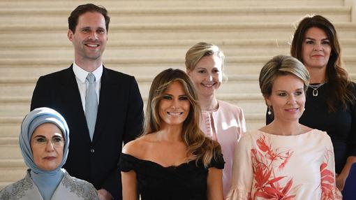 Gauthier Destenay y las primeras damas mundiales durante la cumbre de la OTAN