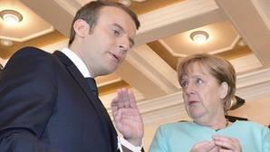 El presidente galo, Emmanuel Macron; la cancillera alemana, Angela Merkel, en la última cumbre del G7