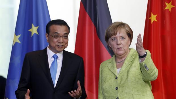 Merkel responde a Trump con una declaración conjunta con China