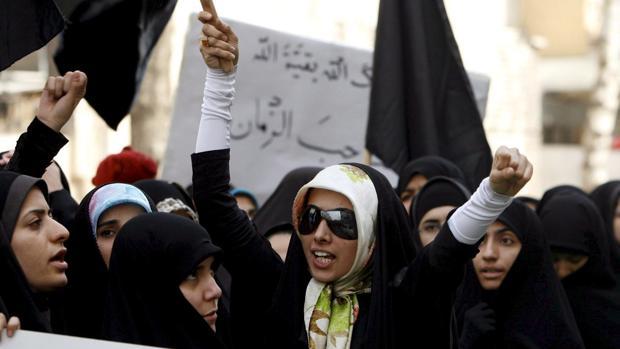 Internacional Estudiantes iraníes en una protesta delante de la la embajada  francesa en Teherán f77f42ea87ee