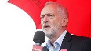 Corbyn pide la dimisión de May por haber recortado el número de policías