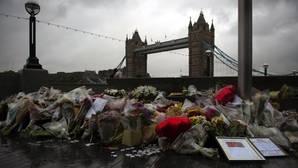Ramos de flores en Londres por las víctimas del atentado