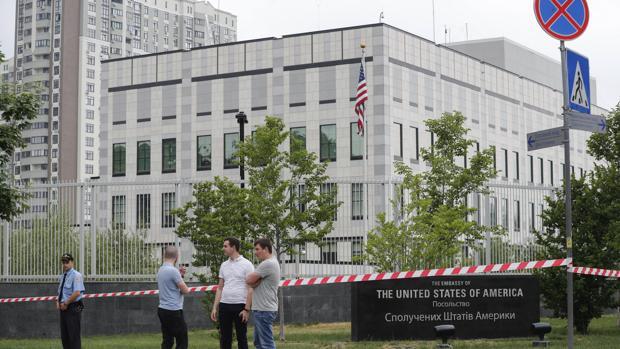 Explota un artefacto frente a la Embajada de Estados Unidos en Ucrania