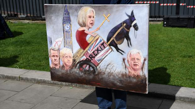 Theresa May ratifica a los ministros de las carteras clave para su nuevo gobierno