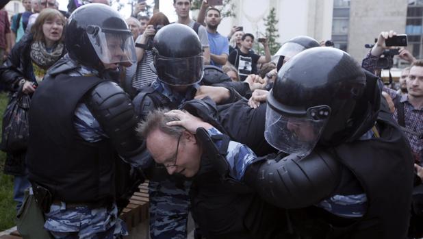 El opositor Navalni, entre los 700 detenidos por protestas contra Putin en Rusia