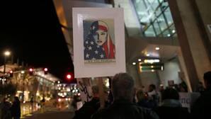 Manifestantes en el aeropuerto de San Diego