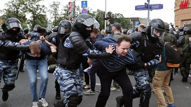 Putin se emplea a fondo con su principal adversario político