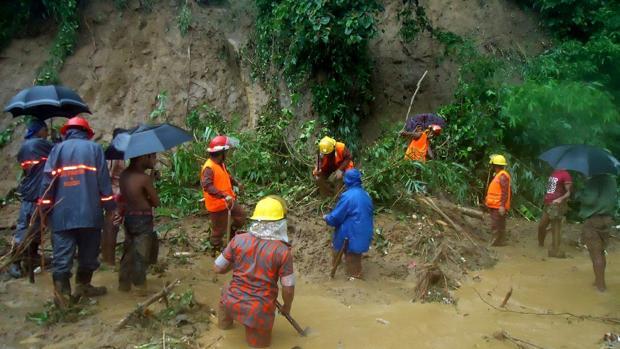 Al menos 86 muertos por los deslizamientos de tierra en el sur de Bangladesh