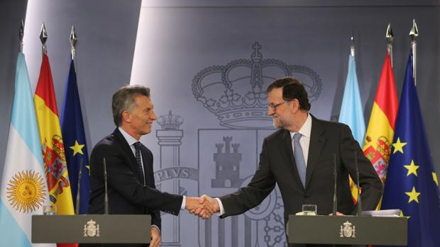 El presidente Mauricio Macri y Mariano Rajoy en el Palacio de la Moncloa