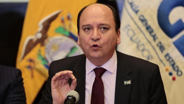 El fiscal general de Ecuador, Carlos Baca, ofrece una rueda de prensa en Quito a su regreso de Brasil el pasado 9 de junio