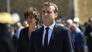 Macron logra la mayoría absoluta en las legislativas francesas pero con una abstención récord, según sondeos