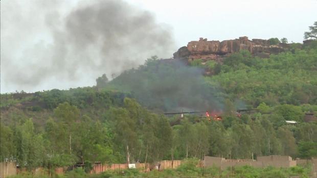 Los asaltantes, «presuntos yihadistas» según oficiales malienses, han tomado rehenes