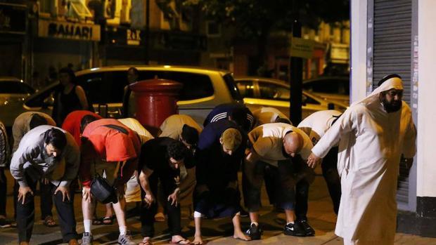 Un hombre atropella a un grupo de musulmanes en Londres