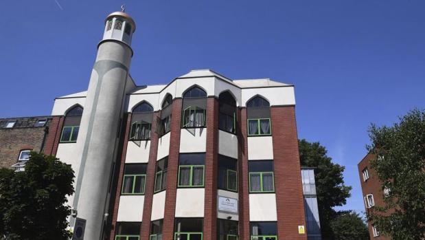 Mezquita de Finsbury Park, donde una persona murió en la madrugada del lunes tras un ataque en sus inmediaciones