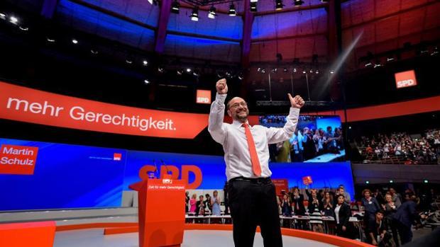 Schulz se lanza al ataque contra Merkel