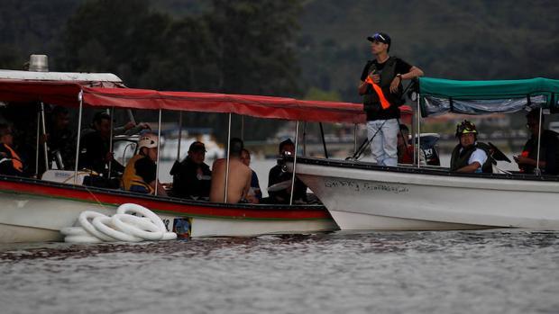 Equipos de rescate buscan supervivientes del naufragio en Colombia