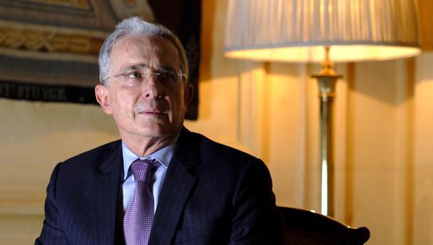 El expresidente de Colombia y ahora senador por el Centro Democrático, Álvaro Uribe, en la entrevista con ABC