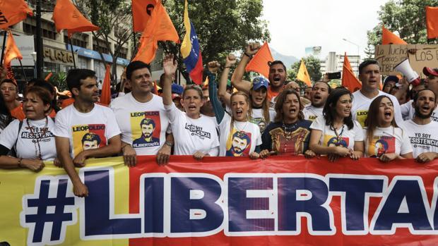 Lilian Tintori exige al ministro de Defensa responder por la vida de Leopoldo López