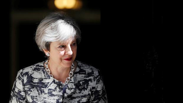 May cierra un acuerdo con los unionistas para formar un nuevo gobierno en el Reino Unido