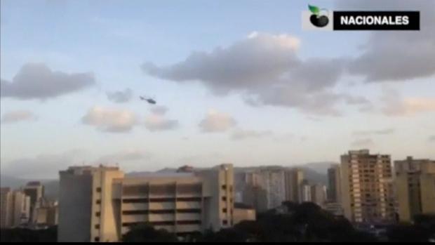 Imagen del helicóptero sobrevolando el Tribunal Supremo venezolano