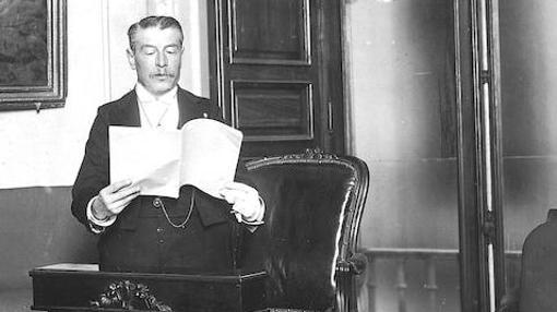 José Ramón Mélida leyendo su discurso de ingreso en la Real Academia de la Historia