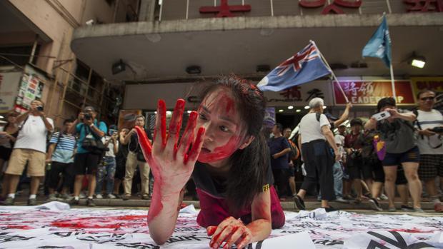 La lluvia agua la manifestación por la democracia en Hong Kong