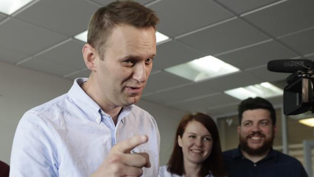 El líder opositor ruso Alexéi Navalni sale en libertad tras 25 días de arresto