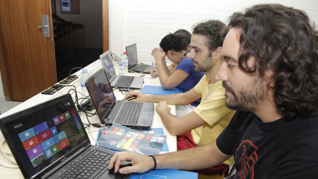 Un grupo de programadores, durante una prueba en 2012